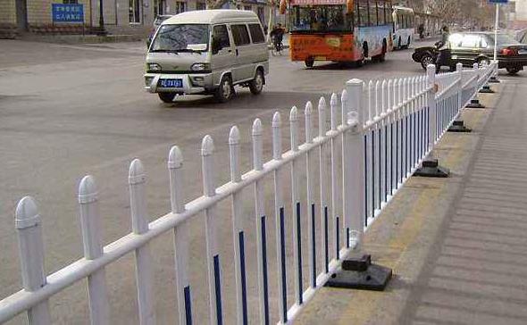 城市道路两侧为什么要安装重庆护栏?