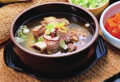 四种蔬菜煲汤 美味又营养