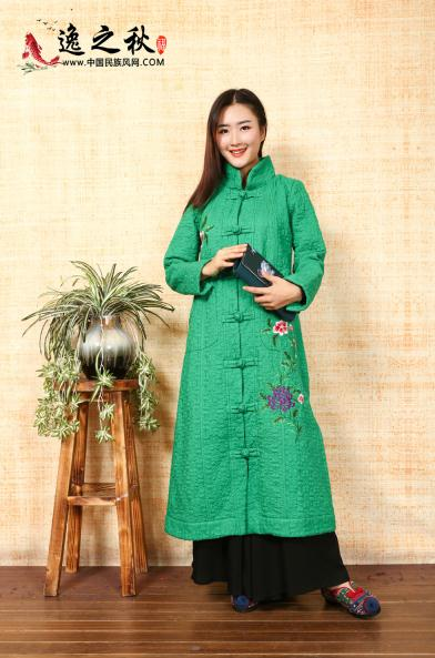 西班牙王后也很喜欢中国风?看起来古典优雅,这件一般人很难驾驭