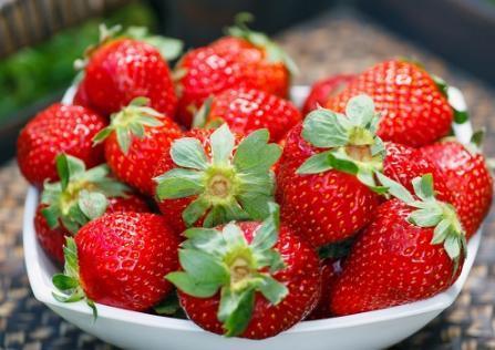 草莓清洗不能搓,4个妙招巧处理