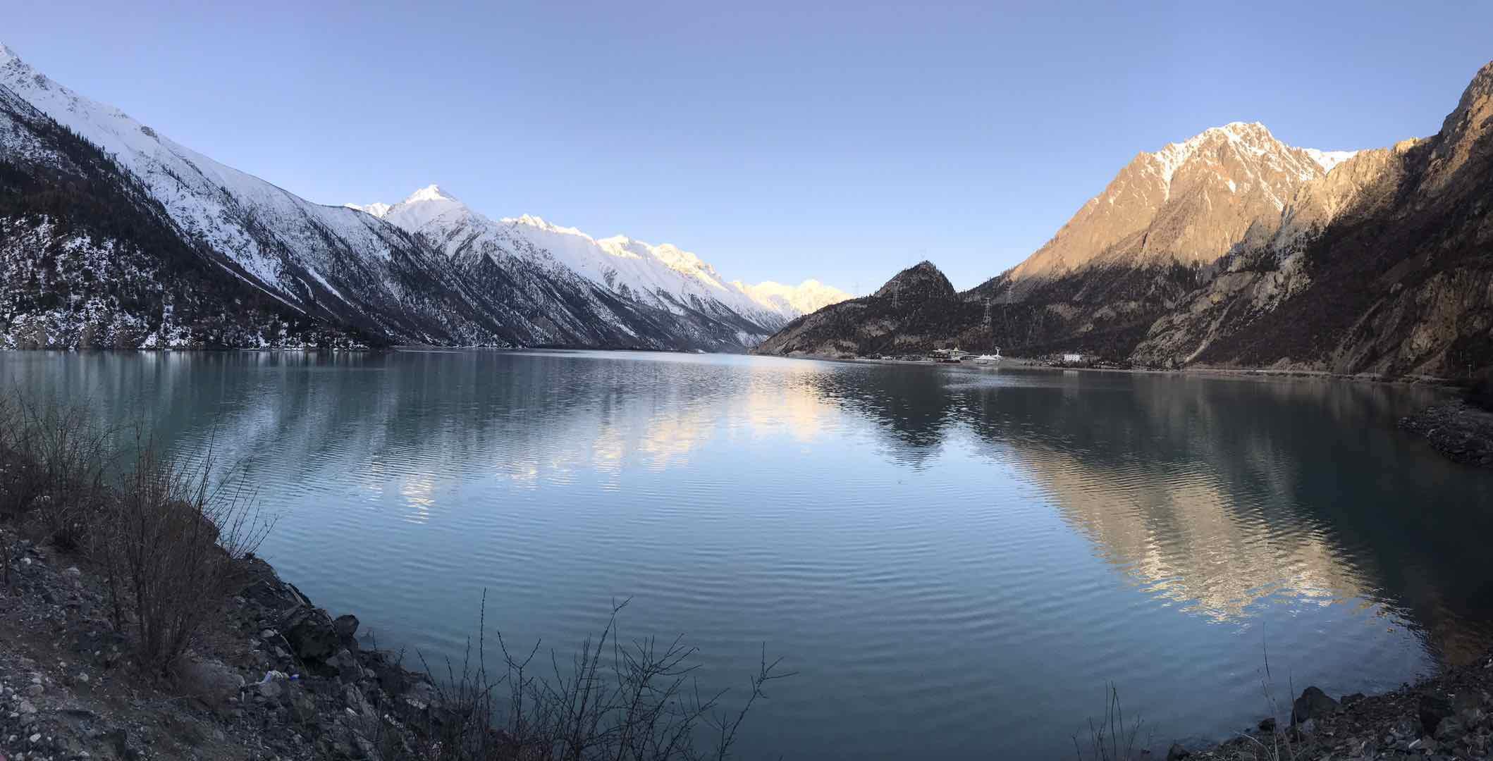 上然乌湖.jpg
