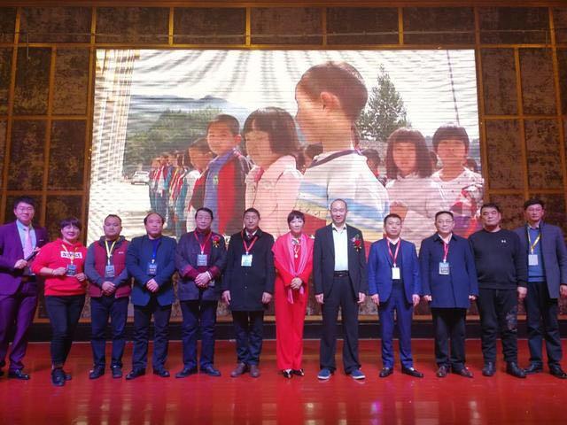武汉企业家慈善助学联盟启动 现场认捐资助200名贫困学生