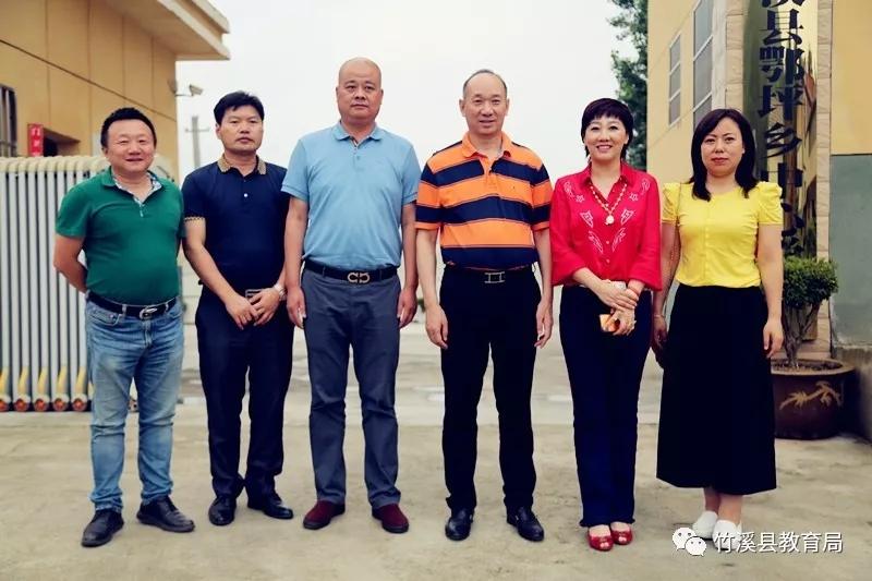 吉利火星爱心企业家助学团赴竹溪县鄂坪乡回访受助学子