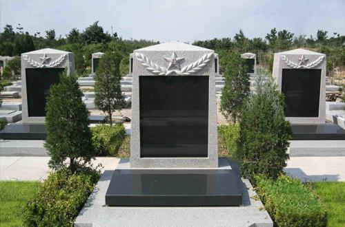 墓碑背面记录不一样的人生
