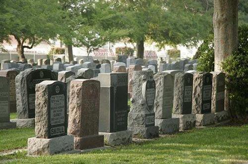 斯洛文尼亚公司通过数字内容为墓碑带来生气