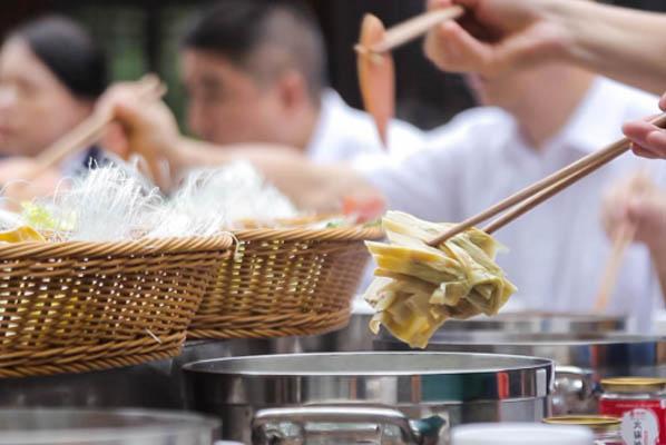 重慶逼格最高的火鍋吃法,金佛山24小時方竹筍火鍋燙不停