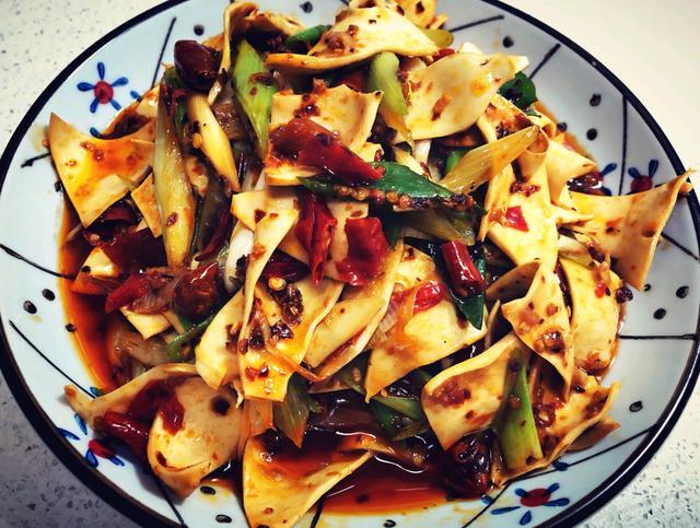 家拌黄喉 用料简单 只要用新鲜的食材就能做的好吃