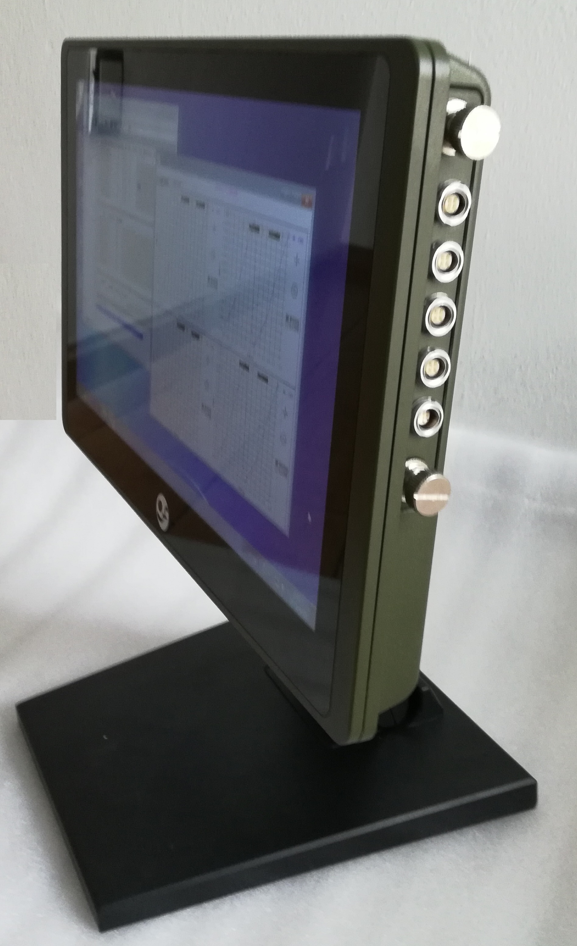SF-9513     智能测试仪