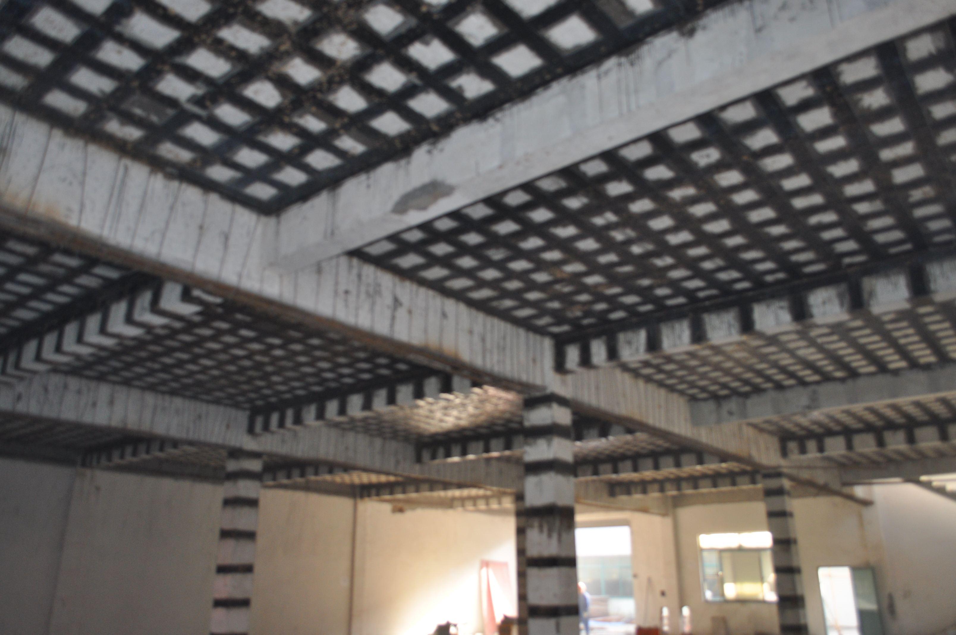 梁柱板粘碳纤布加固