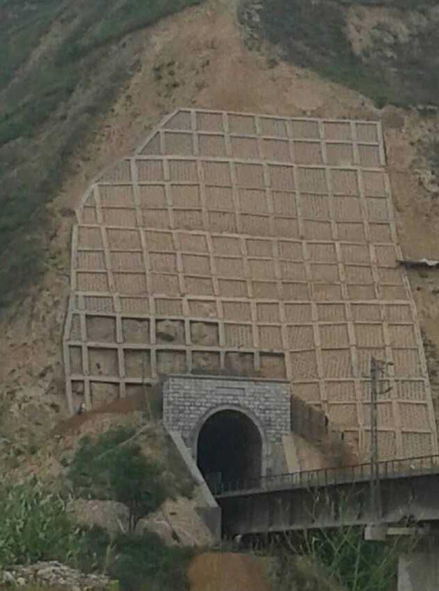 陇海线下行K1349+840-+860关峡隧道进口边坡病害整治