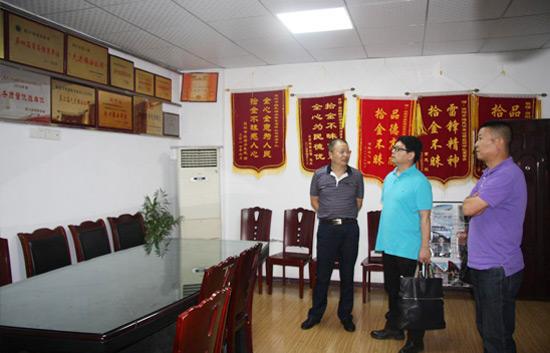 四川省公安厅治安总队白马仁真支队长、谢意副支队长莅临公司视察工作