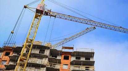 住建部:要按照國家標準免費發放質量達標的安全帽