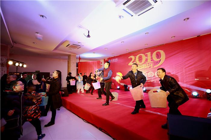 玉龙公司隆重举行2019新春团拜会