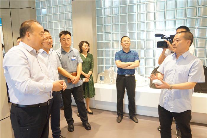 青白江区政协主席范维一行莅临五福彩票公司调研