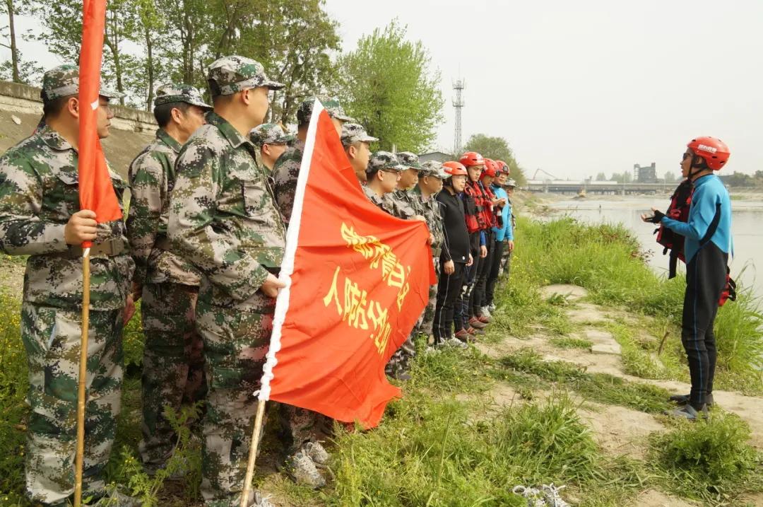 開展水上救援訓練 提升隊伍綜合救援能力
