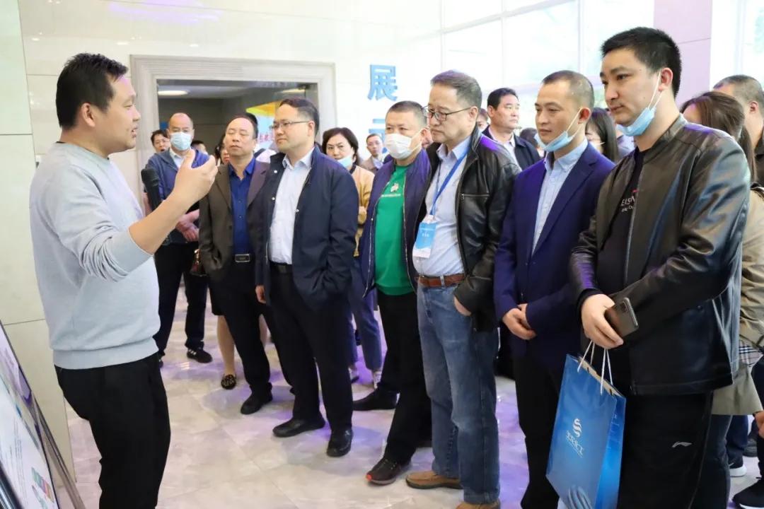 中國氮肥工業協會理事長顧宗勤一行蒞臨玉龍公司參觀交流