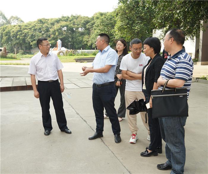 四川省农业生产资料集团党委书记、董事长、总公司总经理王华平一行莅临五福彩票公司调研