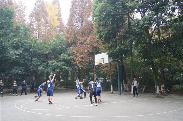 公司与区消防队举行篮球友谊赛