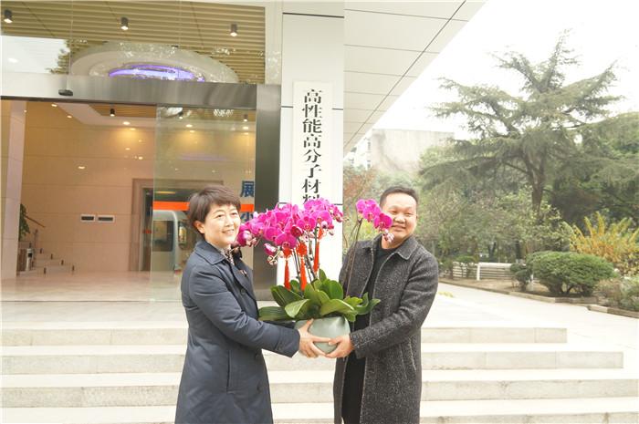 成都市副市长刘筱柳一行莅临新蒲京4473公司慰问公司优秀专家人才叶锐